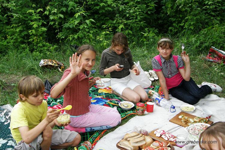 21.05.2010 г. Ученики 6 класса Гребенковской школы №2, на природе готовили полевую кашу-кулиш